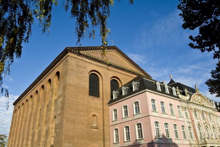 La basilique de Constantin et le palais des Princes-électeurs
