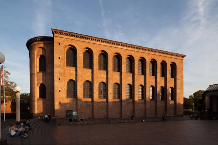 Vorplatz Konstantin-Basilika