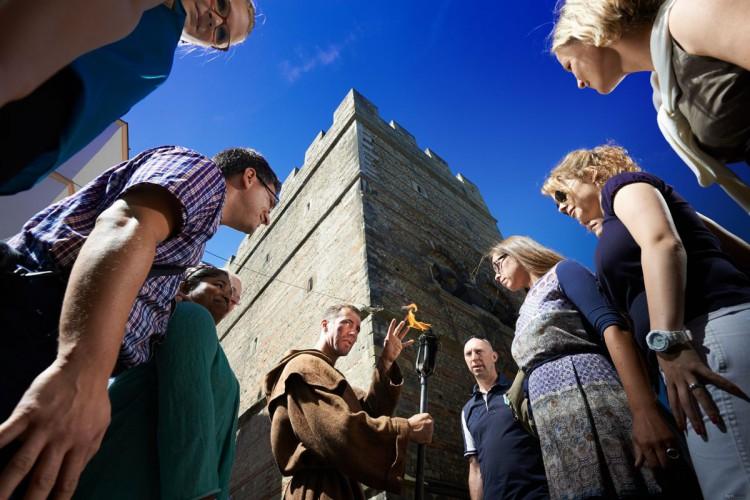 Erlebnisführung vor dem Frankenturm (© Yaph)