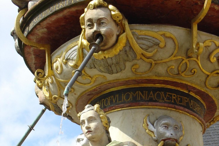 Detailaufnahme Petrusbrunnen