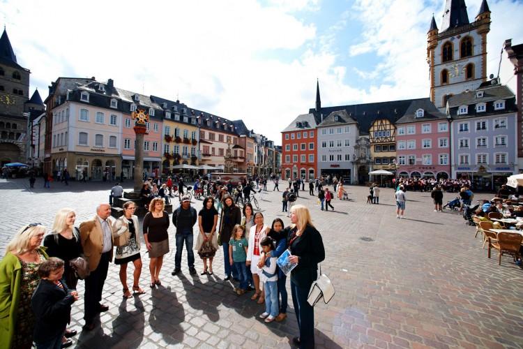 Gruppe auf dem Hauptmarkt (© Yaph)