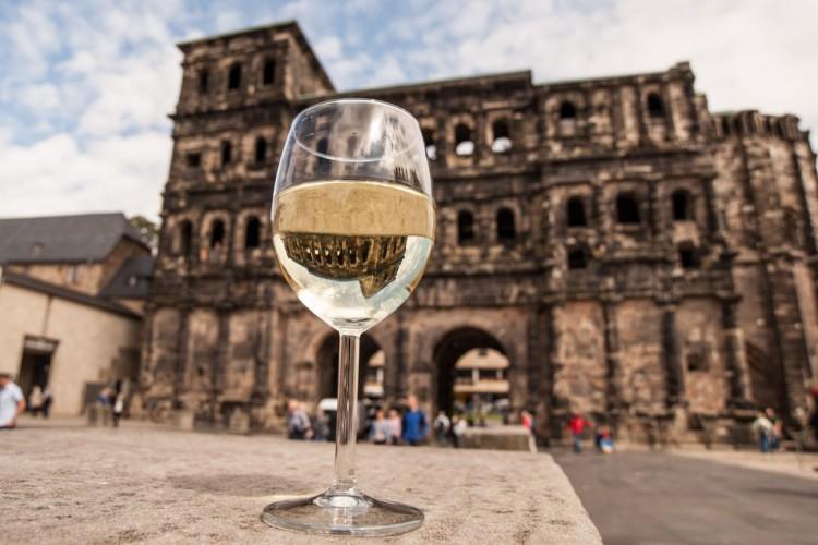 Weingenuss vor der Porta Nigra
