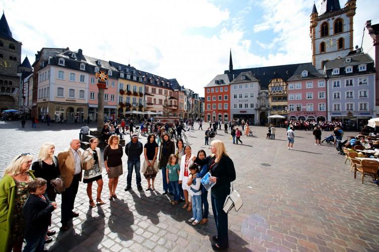 Group at the main market (© Yaph)