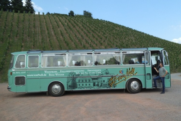 Weintour im historischen Bus - © Weingut von Nell