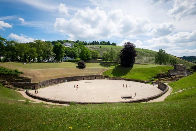 Amphitheatre in Summer (© Herbert Schroyen)