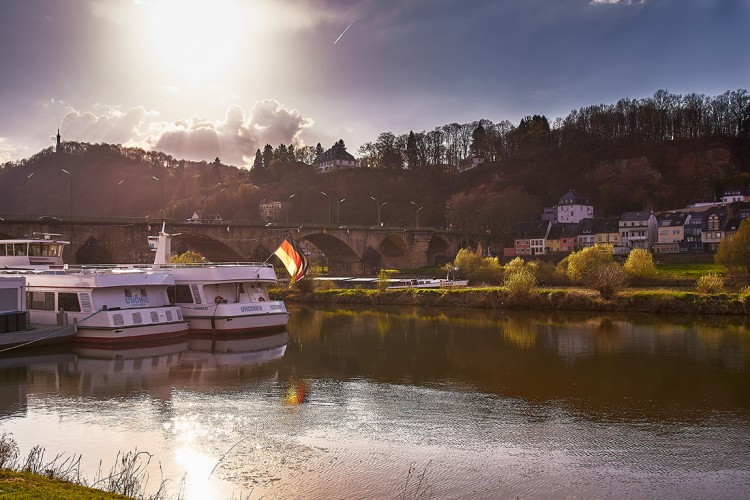 Ship at the Moselle Riverside (© Marcel Fuchs)