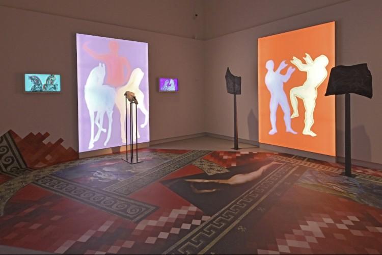 """Blick in die Ausstellung """"ECHO"""" - © GDKE-Rheinisches Landesmuseum Trier, Thomas Zühmer/Werner Kroener"""