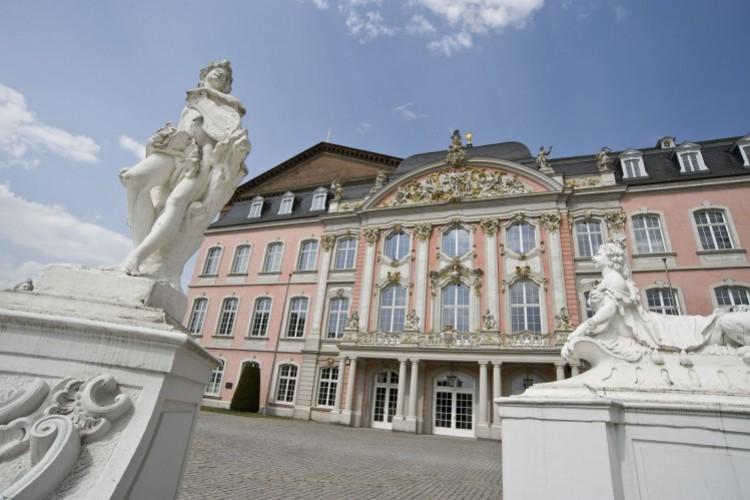 Entrée principale du palais électoral