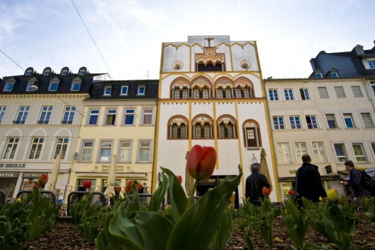 La maison des Rois mages au printemps