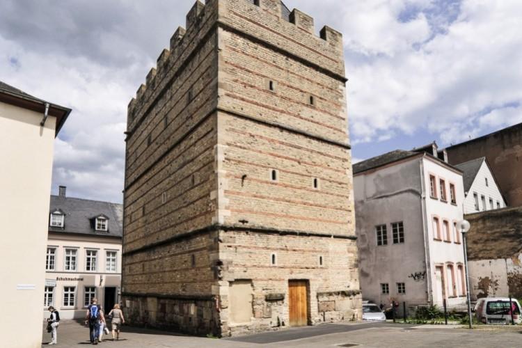 La tour des Francs