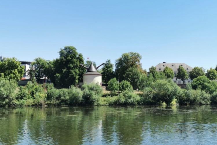 Moselle Cranes