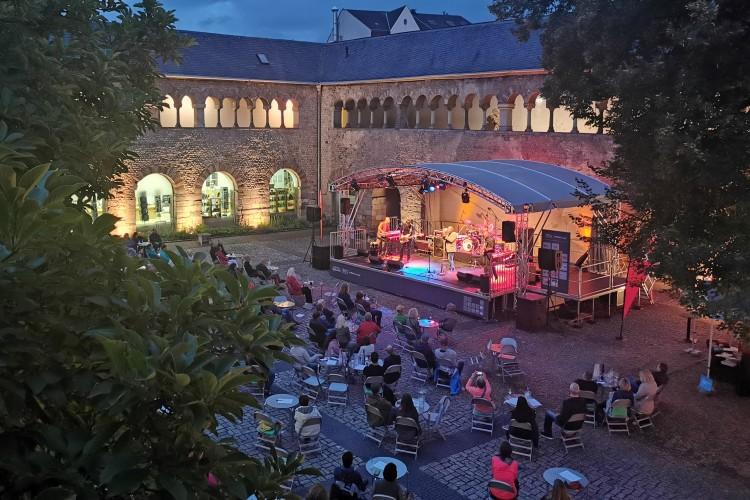 Livemusik im Schatten der Porta Nigra – Diese Bands treten beim WUNSCHbrunnenhof 2021 auf - © ttm