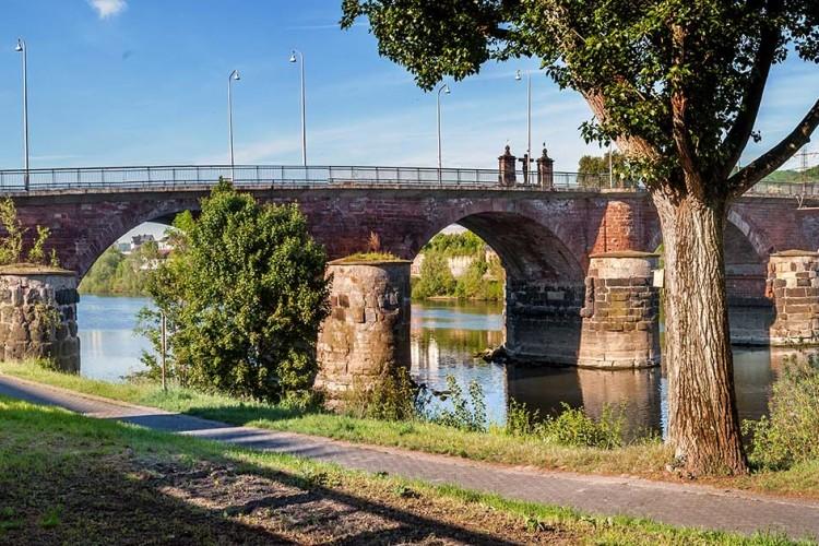 Römerbrücke und Mosel - © Walter Baumeister