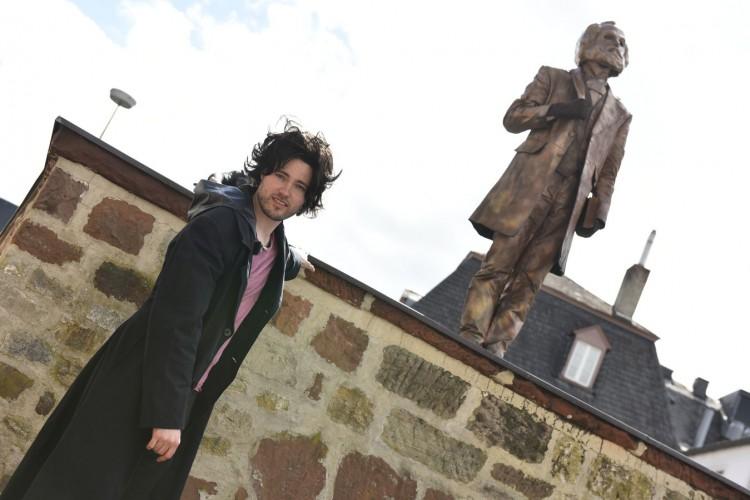 Der junge Marx und die Statue