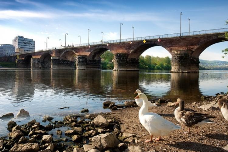 Römerbrücke Bögen mit Blick Richtung Pallien - © Walter Baumeister
