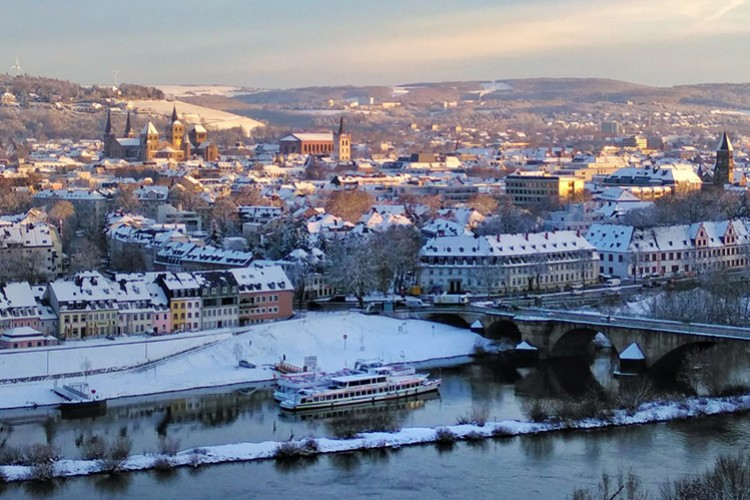 Blick auf das verschneite Trier - © Arne Forens