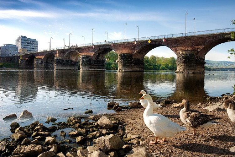 Römerbrücke und Mosel (© Walter Baumeiser)