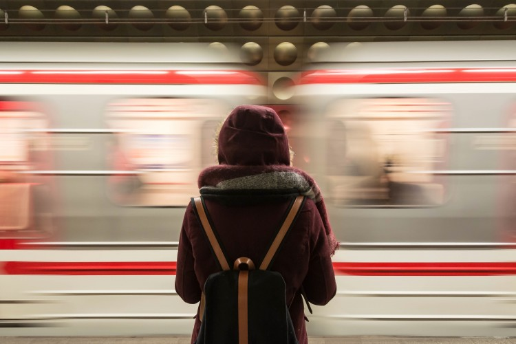 Bahn (© Fabrizio Verrecchia/pexels.com)
