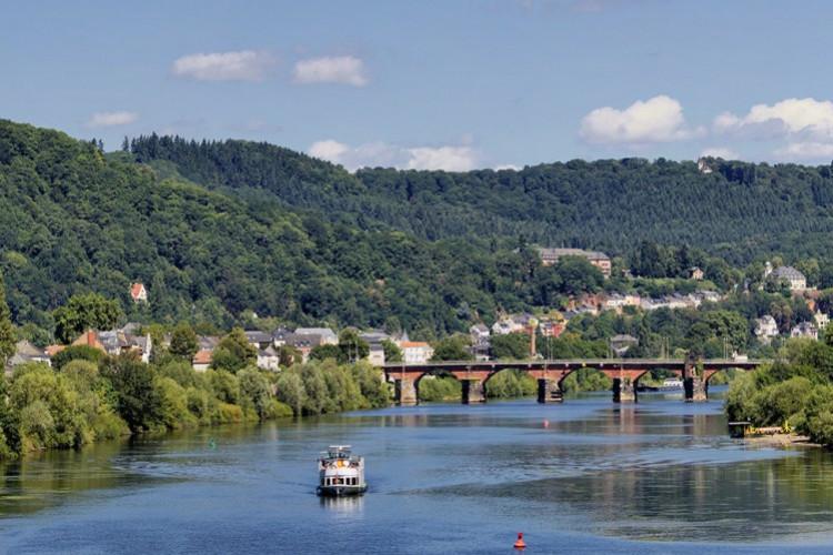 Römerbrücke und Mosel (© Michael Scholer)