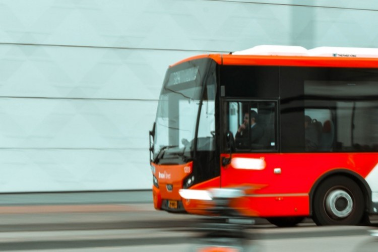 Bus (© Longxiang Qian/pexels.com)