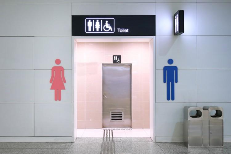 Toilette (© sevenke/shutterstock.com)