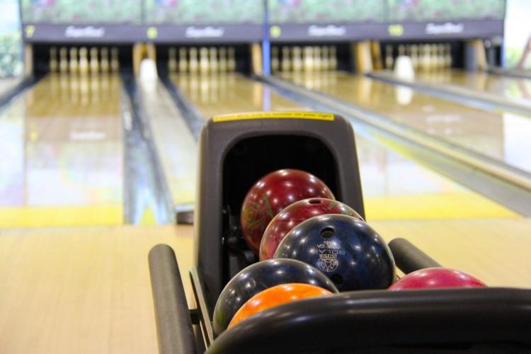 Bowling Kugeln (© Sharonang/pixabay.com)